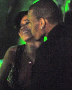 rihanna_chris_brown_kiss_030508