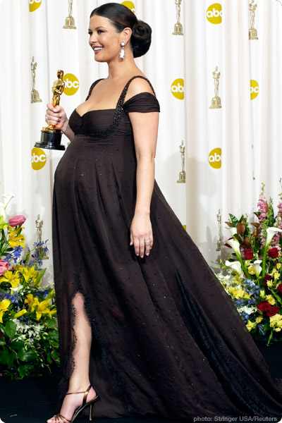 Catherine Zeta Jones looked stunning while pregnant at the 2002 Oscars.