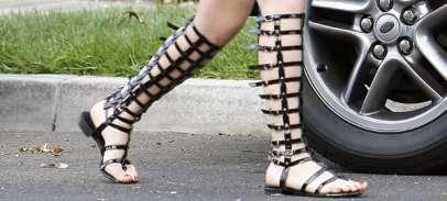 marykateolsengladiator-sandals-flat-black