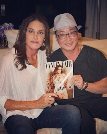 1433942150_caitlyn-jenner-thnak-surgeons-for-transformation-vanity-fair-signed-gift-1